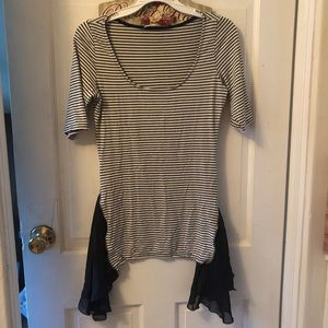 Black/white top with side zippers Sz M